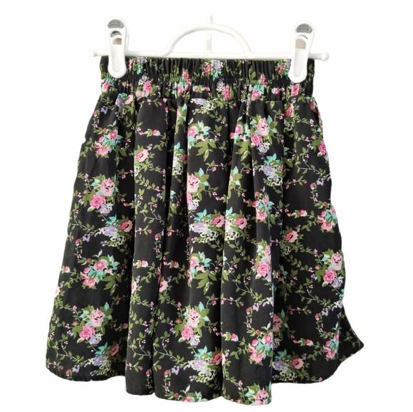Forever 21 Floral Lightweight Skater Skirt Black S